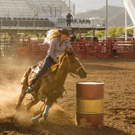 woman barrel racing